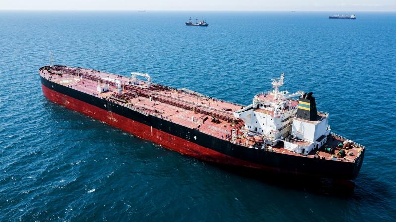 v-portu-temrjuk-razlilas-neft-s-tankera-ledi-lejla-52c0c35