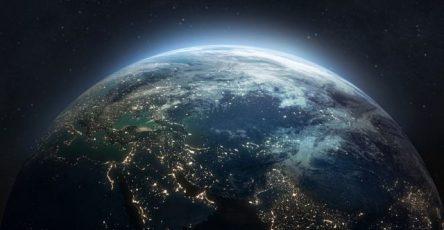 zvezda-star-trek-uiljam-shetner-otpravitsja-v-kosmos-na-korable-bezosa-7828960
