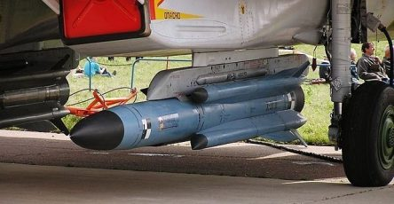 mala-da-udala-dlja-su-57-hotjat-razrabotat-kompaktnuju-giperzvukovuju-raketu-3cb4c2c