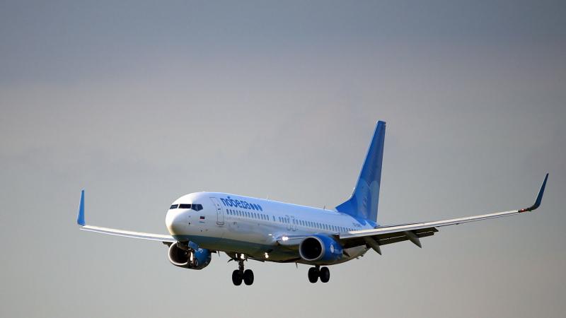 samolet-pobedy-stolknulsja-s-toplivozapravshhikom-v-aeroportu-astrahani-eb546c5