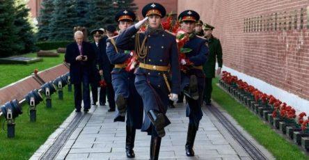u-kremlevskoj-steny-pochtili-pamjat-general-polkovnika-aleksandra-shherbakova-0ae8f96